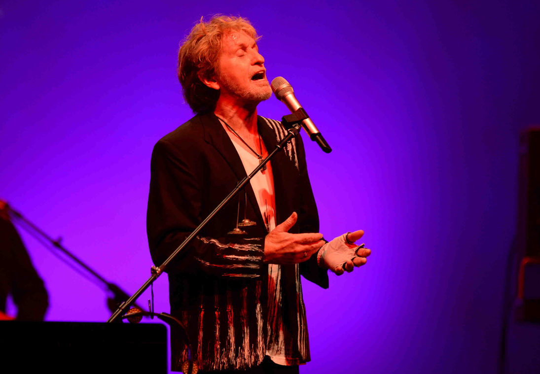Jon Anderson to join Yes for Hall of Fame performance